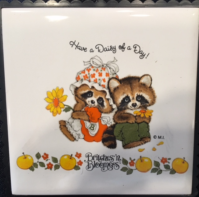 Plaques : Britches U0026#39;nu0026#39; Bloomers Have A Daisy Of A Day! Man U0026#38;  Woman Raccoons With Daisies Amd Apples KITSCH Trivet JAPAN Kitchen Decor